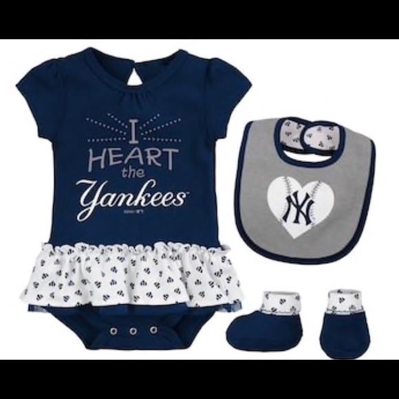 760646096fa NWT NY Yankees Baby Bodysuit